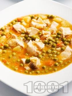 Пилешка яхния с грах, моркови и картофи - снимка на рецептата